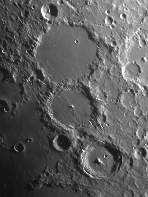 Fotografare la Luna:  crateri lunari Tolomeo, Alfonso e Arzachele ripresi con Newton 250CF f4.8 e camera AtikGP monocromatica, con il filtro PrimaLuceLab IR-Pass e lente di Barlow 3x.