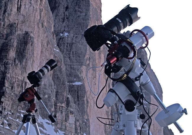 Star Adventurer contro EAGLE CORE kit: a sinistra lo StarAdventurer su treppiede fotografico, a destra il kit EAGLE CORE su montatura equatoriale EQ5 SynScan